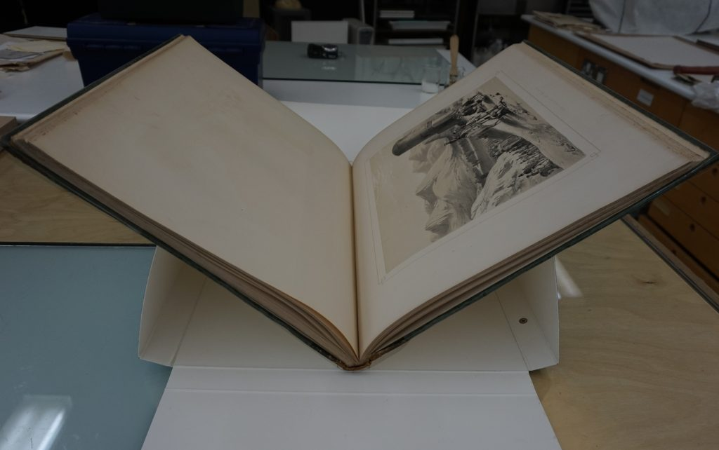 Figure 2: Phase box transformed into a cradle for a large book